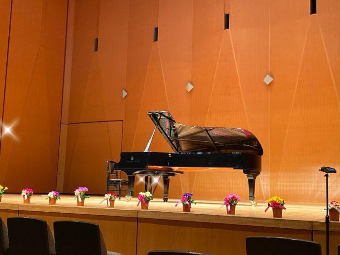 ピアノ発表会・お花とピアノ
