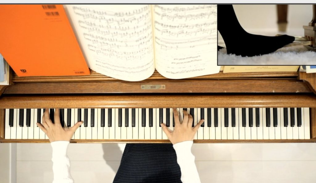 鍵盤の上からの俯瞰アングル
